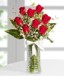 7 Adet vazoda kırmızı gül sevgiliye özel  Konya güvenli kaliteli hızlı çiçek