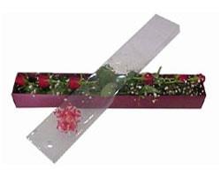 Konya çiçek , çiçekçi , çiçekçilik   6 adet kirmizi gül kutu içinde