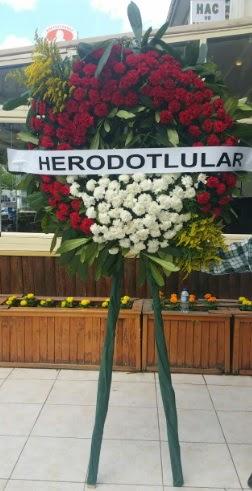 Cenaze çelengi cenazeye çiçek modeli  Konya hediye sevgilime hediye çiçek