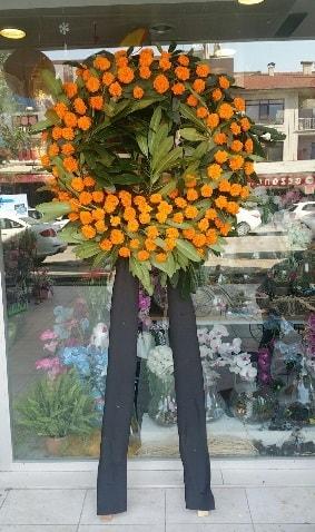 Cenaze çiçeği cenaze çelengi çiçek modeli  Konya 14 şubat sevgililer günü çiçek