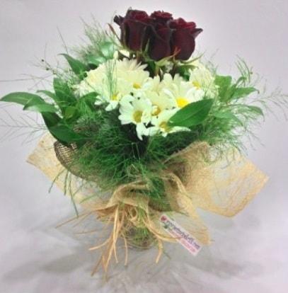 5 adet kırmızı gül ve kırızantem buketi  Konya çiçek yolla