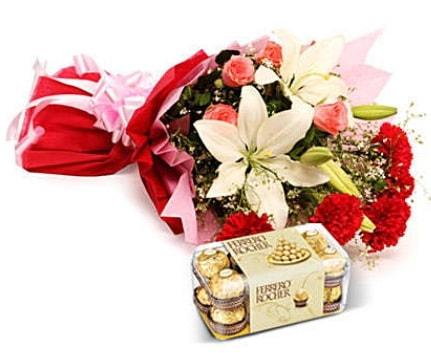Karışık buket ve kutu çikolata  Konya çiçek online çiçek siparişi