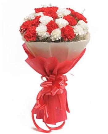 21 adet kırmızı beyaz karanfil buketi  Konya hediye sevgilime hediye çiçek