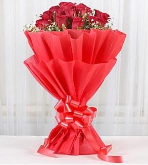 12 adet kırmızı gül buketi  Konya çiçek mağazası , çiçekçi adresleri